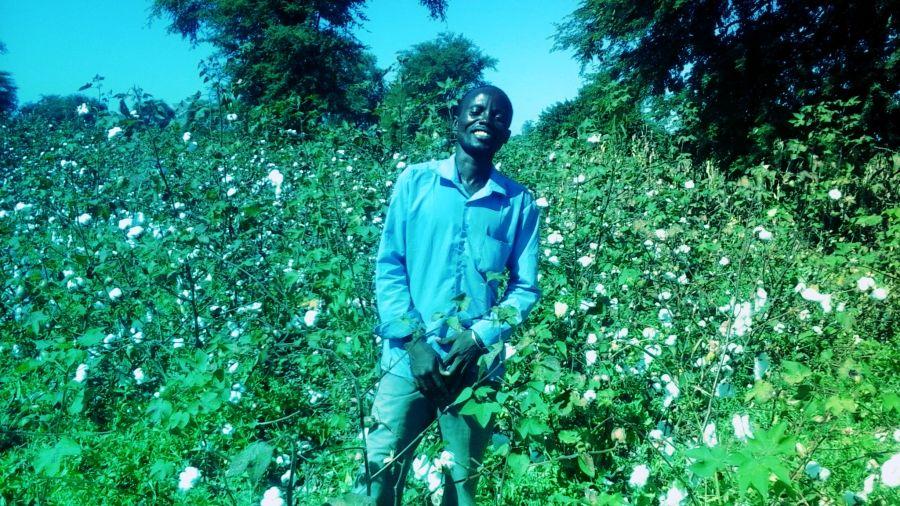 https://cottonmadeinafrica.org/wp-content/uploads/2020/04/d-20170919_Bruce-Chinyaka.jpg